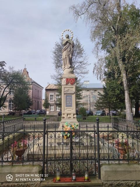 Pomnik NMP w Lesku