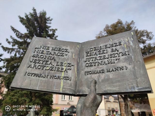 Pomnik Książki w Lesku